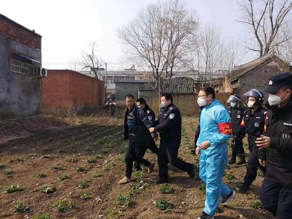 邓州法院党员突击队妥善处置一起精神病人闹事事件