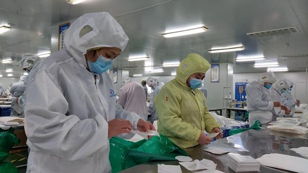 鲁山县又一批5000套医用防护服驰援武汉