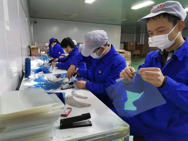 宛城区:非公企业党支部紧急生产医用胶片驰援湖北