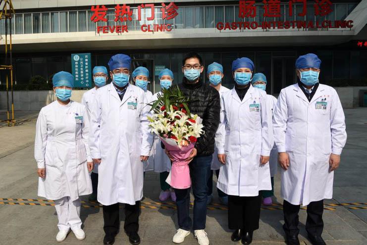 河南首例治愈的新冠肺炎患者出院啦
