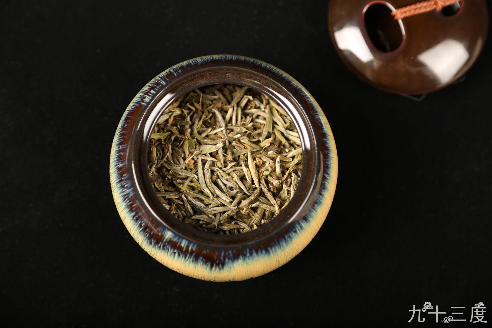白茶和岩茶哪个好喝?个中滋味需自己品尝