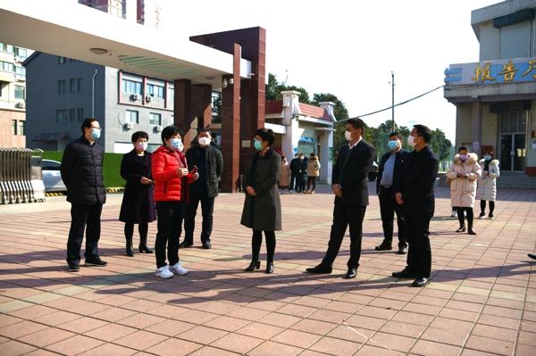 管城区委副书记、区长张艳敏调研教育系统复学准备情况