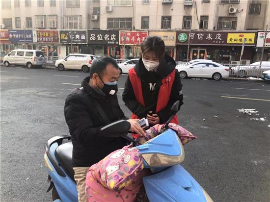 """【社区战""""疫""""】郑州市城东路街道办: 全家齐上阵 争当志愿者"""