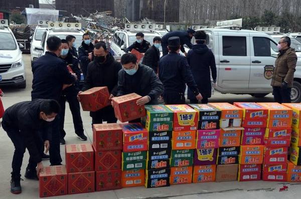 """捐赠物资助力城管""""战疫""""  邓州爱心企业彰显责任担当"""