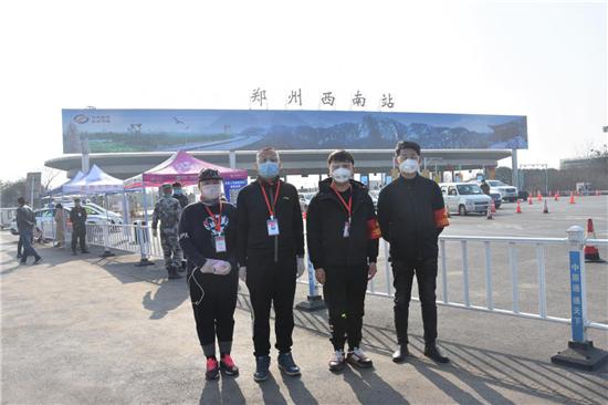 """【社区战""""疫""""】郑州市二七区抗疫一线的""""夫妻档""""志愿者"""
