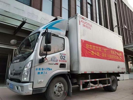 一路小跑为郑州三大医院奋战在前方疫情一线的医生家属送去新鲜蔬菜