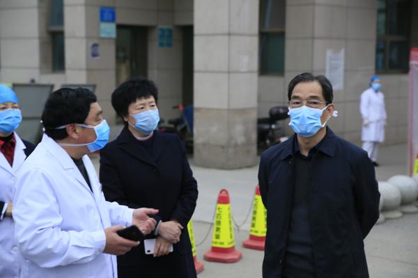 抗击疫情 省卫健委副主任张智民莅临邓州市中心医院指导工作
