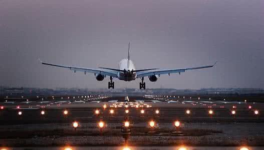 民航局:9架次海外旅客回国包机,接回湖北籍旅客1185人