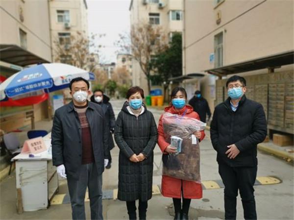 """【社区战""""疫""""】民建郑州市委领导看望慰问疫情防控一线会员和工作人员"""