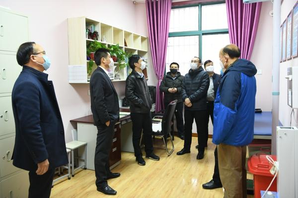 郑州市管城区副区长苏莹玺调研指导学校疫情防控及复学准备工作