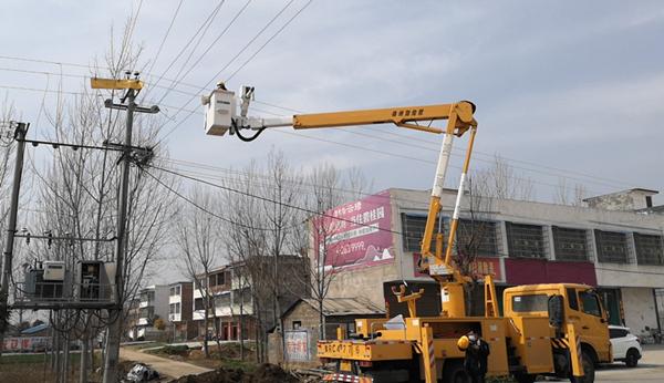邓州市供电公司:带电作业阻疫情