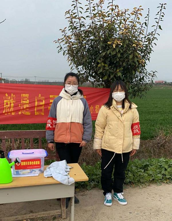 俩女大学生在乡村阻疫中绽放青春