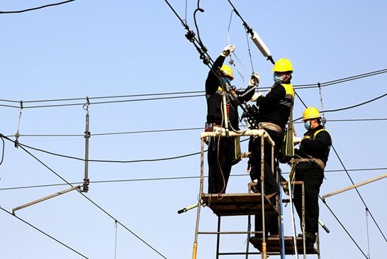 郑州站枢纽供电升级 确保复工返程运输安全