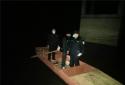 桐柏县一民警深夜划船赶到盗窃案现场