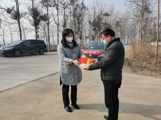 周口太康城郊杨娟:抓疫情防控,也要抓企业复产复工