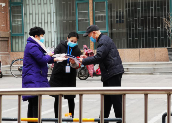 """郑州市国基路街道办事处:心系计生特扶户  让疫情防控更有""""温度"""""""