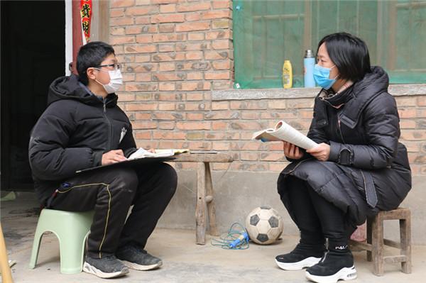 杞县:7000名教师充当快递员 为学生派送课本