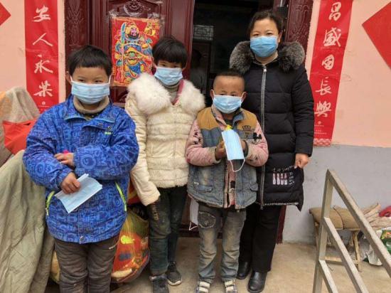 河南新乡:卫滨区教体局抗击疫情 温暖相伴困难群体