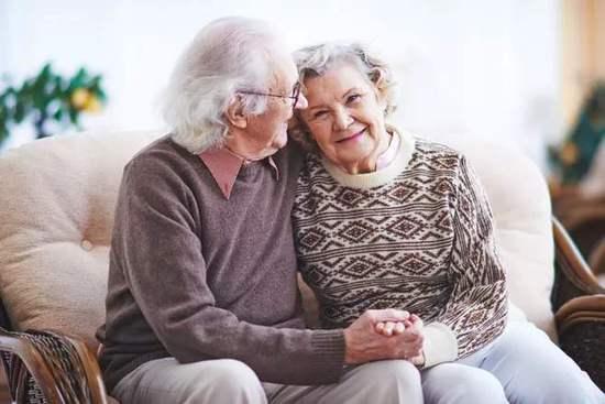 老年人选沙发要注意不能太软不能太低