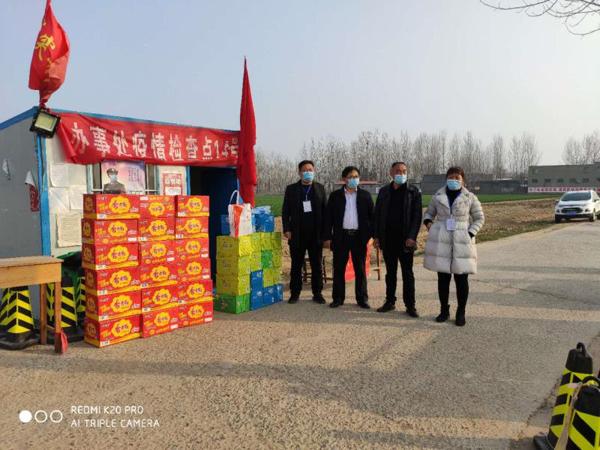 新郑郑银村镇银行:慰问疫情防控一线 助力打赢疫情阻击战