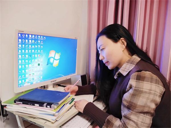 """鲁山县:女教师自制MV唱响战""""疫""""主旋律"""