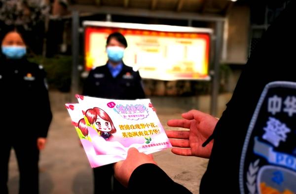 """南阳油田公安局""""三八妇女节""""慰问抗疫一线女警及医护警嫂"""
