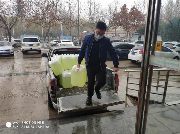 河南褚酒庄园商贸公司为高新区枫杨办事处防疫献爱心