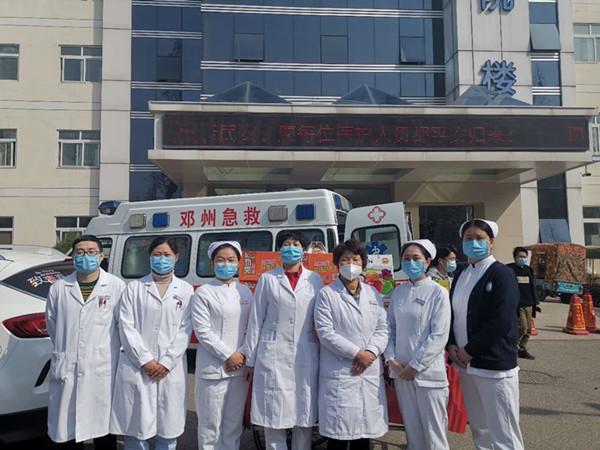 富德生命人寿邓州支公司慰问医护人员
