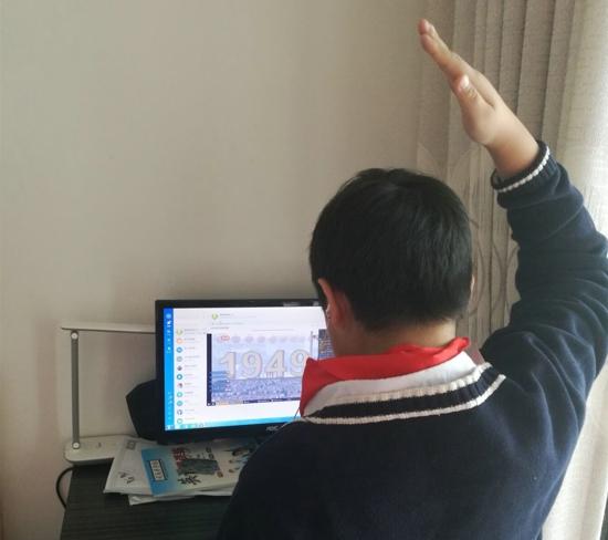 心怀感恩  致敬英雄 ——郑州市高新区五龙口小学举行线上升旗仪式