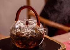喝白茶的时候一定要忌讳与它相克的食物,了解一下!