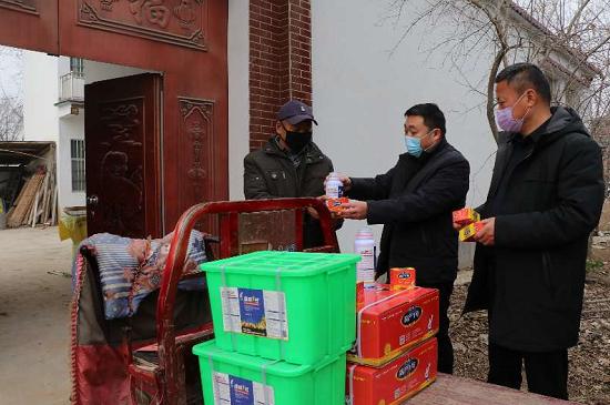 太康李现峰:为村民捐赠27万元农资,助力村民春耕生产