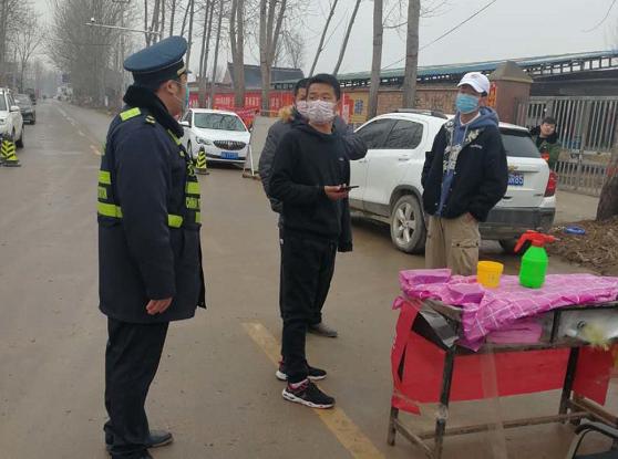 太康韦纯鑫:雨雪交加,他穿着湿漉漉的制服执勤在抗疫一线