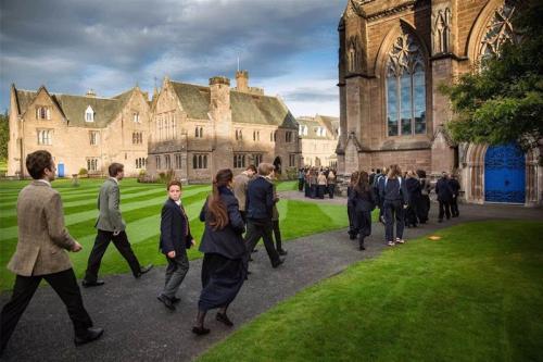 英国宣布关闭中小学校应对新冠肺炎疫情