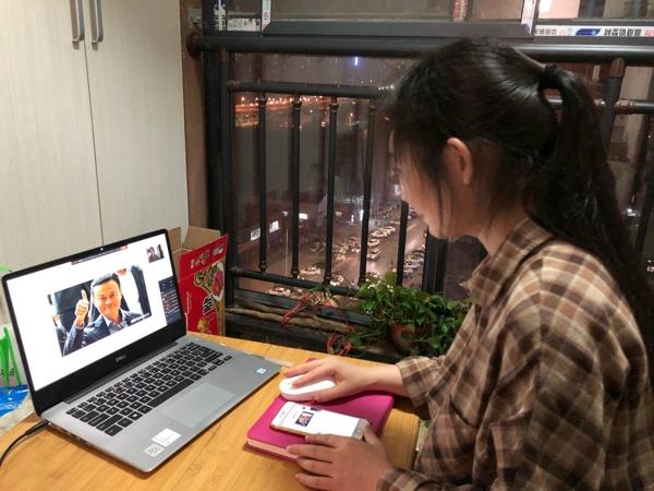 """郑州市管城区南关小学召开""""疫情下中国企业之担当""""主题中队会"""
