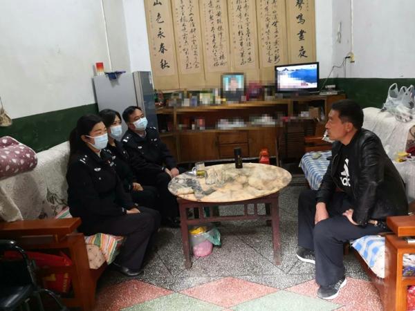邓州:新华派出所看望慰问生病的民警家属
