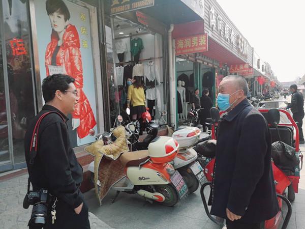"""邓州市穰东镇给街道门店""""整容"""""""