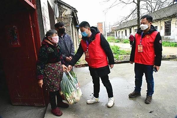 邓州青年志愿者孙甜 客串南阳市疫情防控新闻发布会