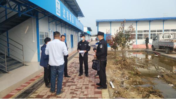 邓州:张楼派出所民警到辖区企业、工地等场所开展复产复工安全指导