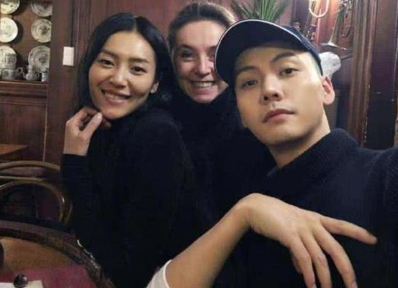 刘雯方否认与陈伟霆恋情 工作人员辟谣:肯定假的