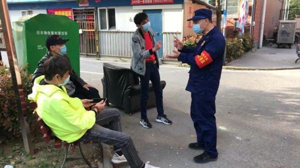 """滞留武汉河南消防员杜义才:甘当社区""""守门员"""",每天行走2万步、值班12个小时"""
