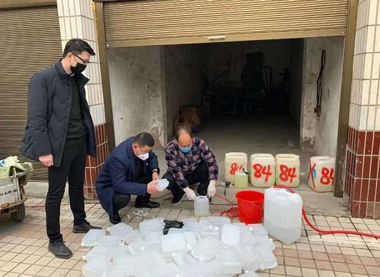 太康刘琦:防控成绩突出,事迹被上级供电公司制成版面展览