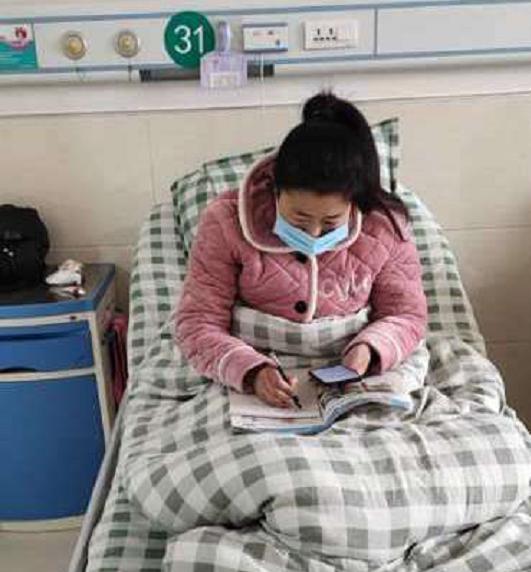 太康乔玉玲:每天躺在病床上,坚持给学生上网课
