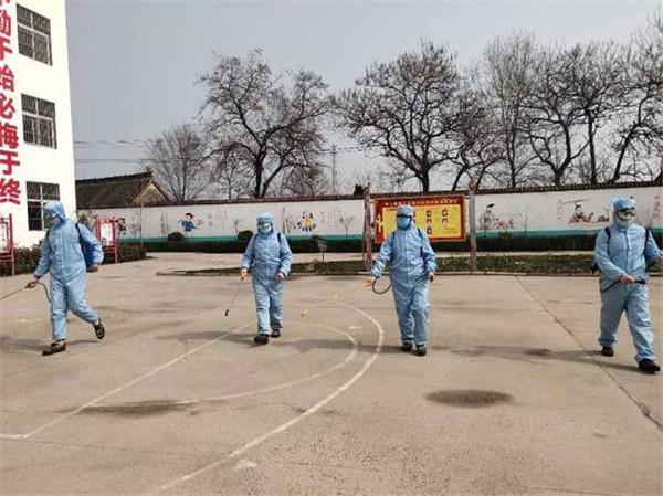 """鲁山县退役军人""""组团""""志愿服务迎复学"""