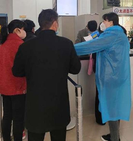 太康周红莲:网上办理事项  助力企业复工复产