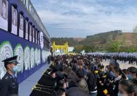 西昌为19名牺牲救火队员举行追悼会 西昌市民送别森林火灾牺牲勇士