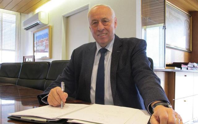 法国新增确诊5204例累计近10万 一市长因新冠肺炎去世