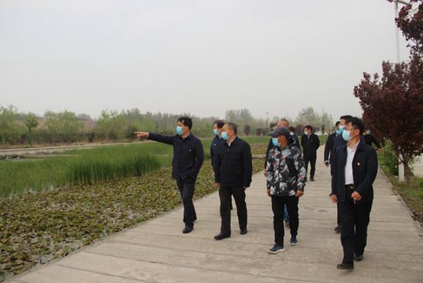 郑州市市场监管局党组书记吴凤军调研驻村工作
