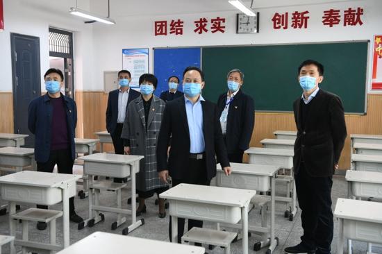 郑州市管城区委副书记、区长张艳敏调研初三开学工作