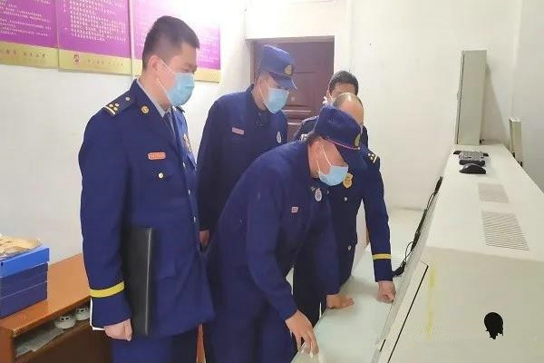 南阳消防救援支队指导企业开展复工前消防安全检查和应急演练