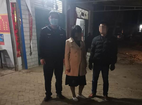 邓州民警深夜救助一精神恍惚女子